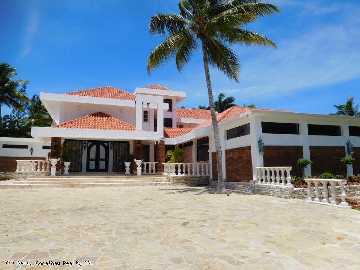 Huge 5 bedroom Villa in prestigious gated resort ...
