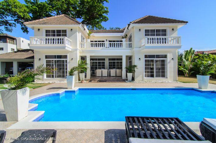 4 dormitorios en Beachfront Resort con todas las comodidades