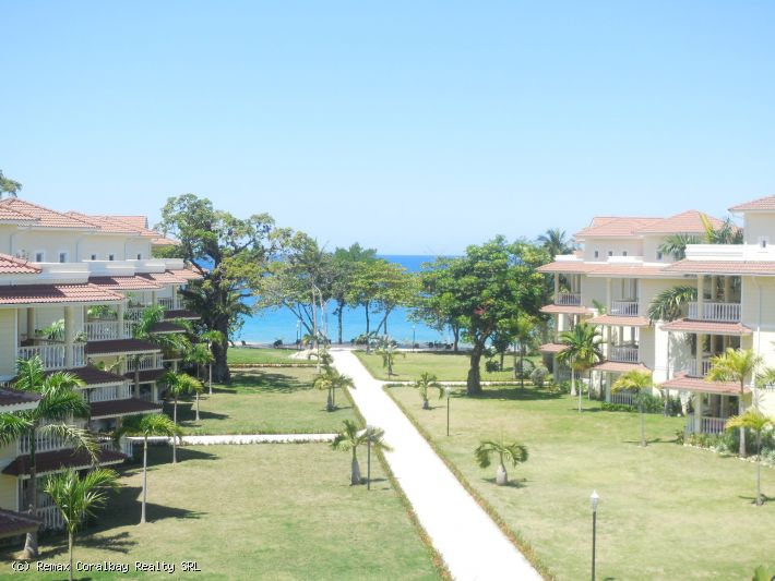 Fully Furnished, High End Beachfront Penthouse - Modern and New