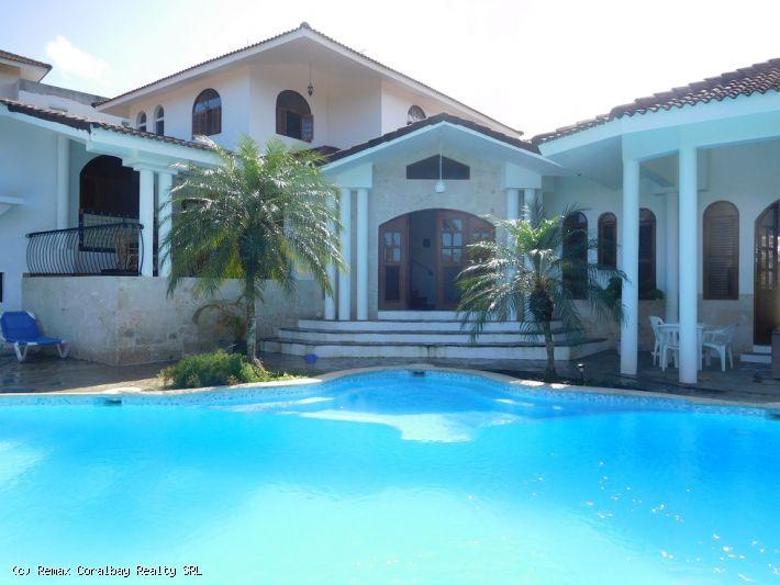 Large Villa with unique floor plan