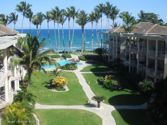 Sweet Beachfront Penthouse with Garage! $US 229,000