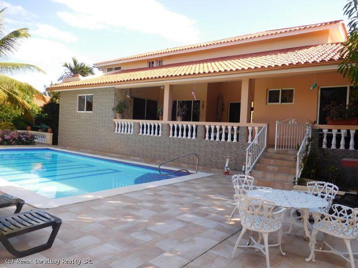 Magnificent custom villa in gated community ....
